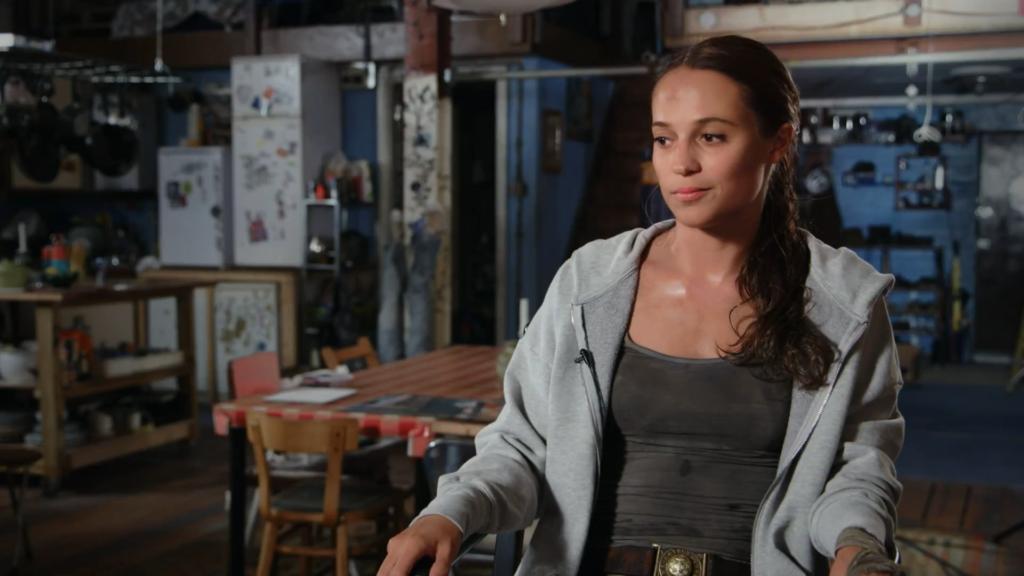 O flat que Lara divide com Sophie foi mostrado durante uma entrevista com Alicia Vikander no vídeo 'Tornando-se Lara Croft'